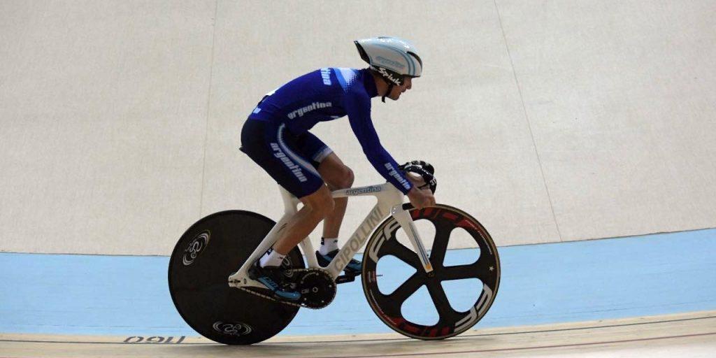 Photo of El ciclista paralímpico que cada noche amplifica el Himno Nacional