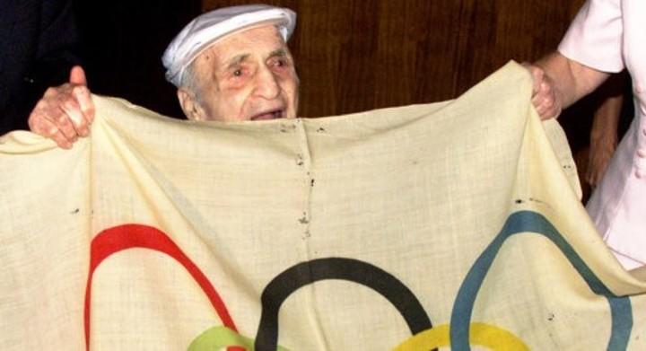 Photo of La historia del medallista que robó la primera bandera olímpica