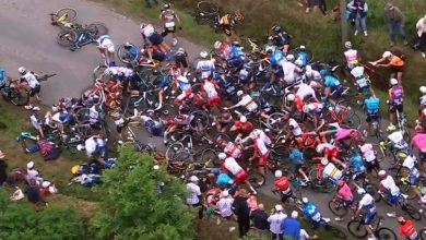 Photo of ¡Señora, córrase de ahí! Aparatoso accidente en el Tour de France